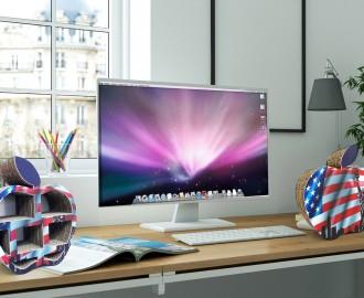 Schreibtisch mit PC